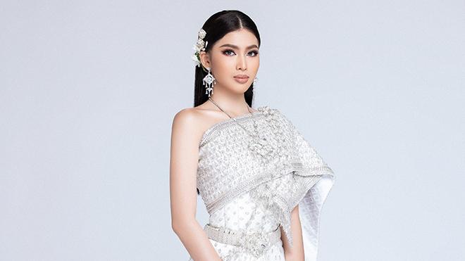 Á hậu Ngọc Thảotiếp tục thử thách mặc trang phục Thái trong 5 phút