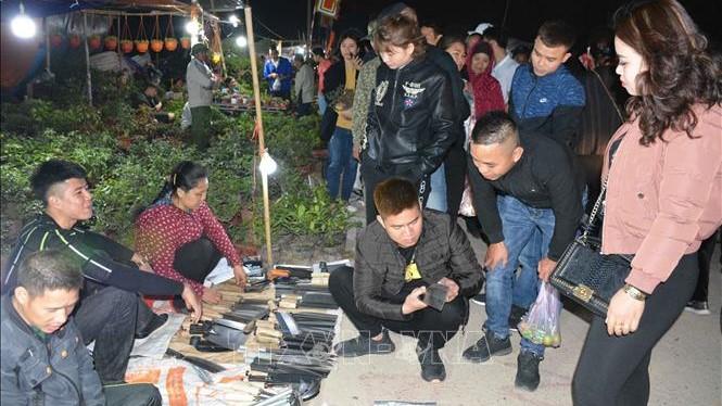 Tấp nập du khách đến chợ Viềng Nam Định - phiên chợ cầu may đầu năm
