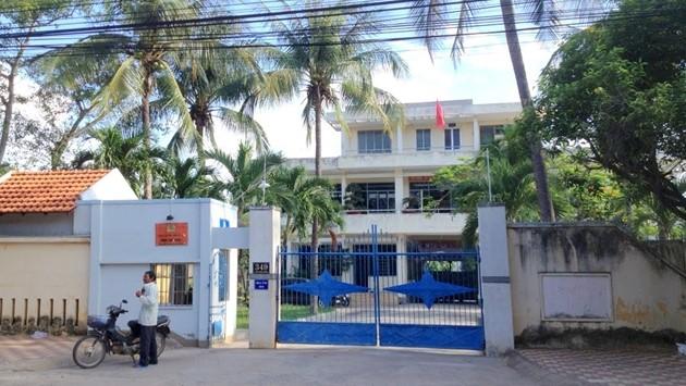 Bắt giam một cán bộ công an Bình Thuận vì đưa điện thoại vào khu vực tạm giam cho phạm nhân
