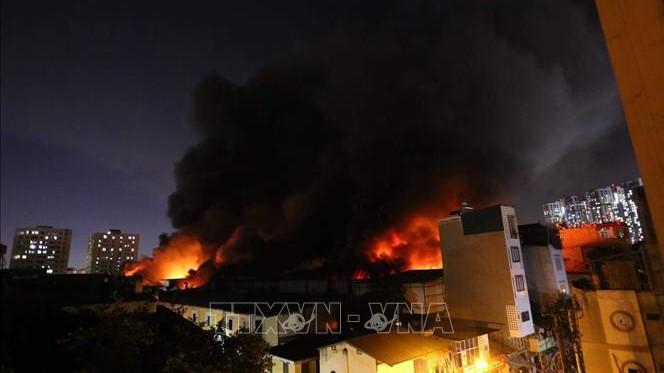 Vụ cháy tại Công ty Rạng Đông: Tiếp tục các phương án cô lập và tẩy độc hiện trường kho cháy 6.000m2