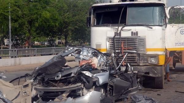 Hà Nội: Xe container gây tại nạn chết người khiến cao tốc Pháp Vân tắc nghẽn