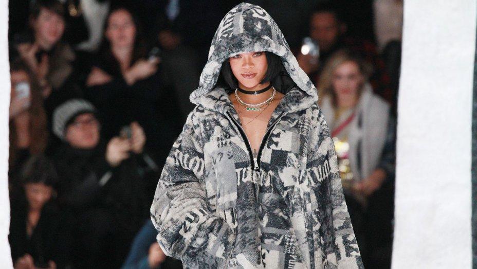 Ngôi sao nhạc Pop Rihanna tiếp tục chinh phục làng thời trang thế giới