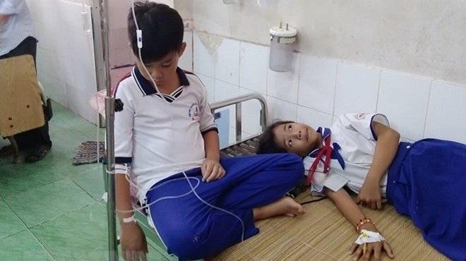 Cà Mau: Những học sinh ngộ độc vì súc miệng bằng dung dịch Fluor đã hoàn toàn bình phục
