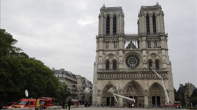 Vụ cháy Nhà thờ Đức Bà Paris: Chính quyền Pháp bị kiện vì không triệt để tránh nguy cơ nhiễm chì cho người dân