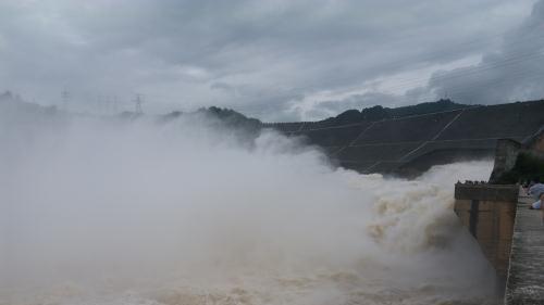 20 giờ ngày 17/8, đóng 1 cửa xả đáy hồ Thủy điện Hòa Bình