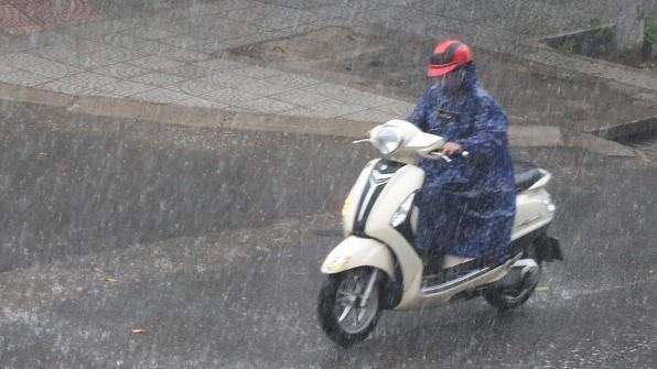 Đêm 3/1, nhiều khu vực trong cả nước có mưa, trời rét, có nơi dưới 15 độ