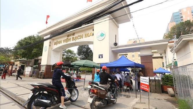 Dịch COVID-19: Hà Nội khoanh vùng cách ly 1.500 người liên quan đến điểm nóng dịch tại Bệnh viện Bạch Mai