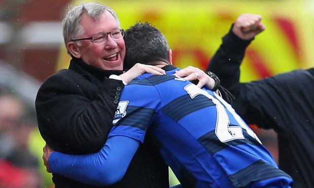 Sir Alex 'lừa' Robin van Persie để đưa tiền đạo này về Old Trafford?