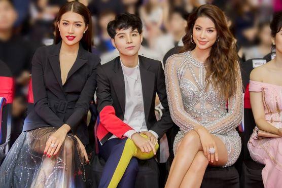 Phạm Hương trở thành Gương mặt Thể hình & Giải trí của năm 2017