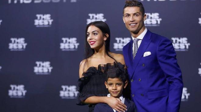 Ngắm những khoảnh khắc hạnh phúc nơi 'hậu phương' của Ronaldo