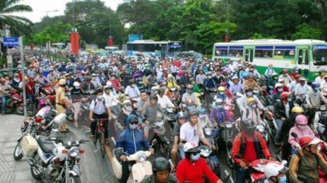 Người dân ùn ùn rời TP Hồ Chí Minh về quê ăn Tết gây kẹt xe nghiêm trọng