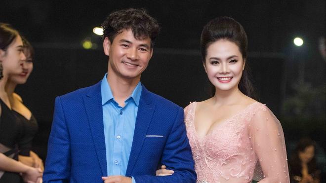 Lương Nguyệt Anh tình tứ cùng NSƯT Xuân Bắc trên thảm đỏ Cống hiến 2018