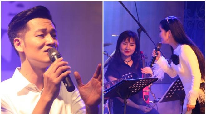 Ca sĩ Hồng Nhung ngẫu hứng cùng con gái trong đêm nhạc Trịnh Công Sơn