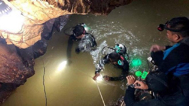 TRỰC TIẾP Giải cứu đội bóng Thái Lan: Thợ lặn đã vào hang, tiếp tục hành trình giải cứu