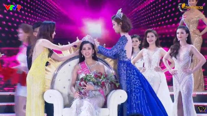 Trần Tiểu Vy lđăng quang Hoa hậu Việt Nam 2018
