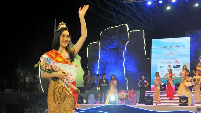Nguyễn Phương Anh đăng quang 'Người đẹp Hạ Long 2018'