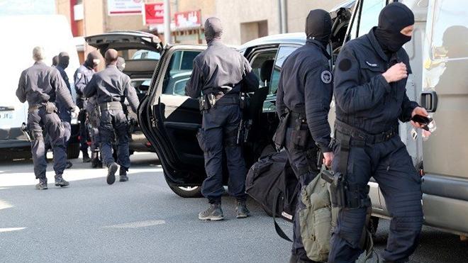 Vụ bắt cóc con tin tại Pháp: Phát hiện tài liệu liên quan IS tại nhà thủ phạm