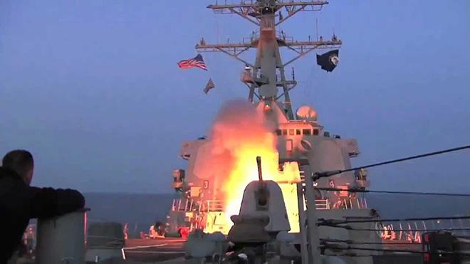 VIDEO: Nga báo động chiến hạm Mỹ chở 28 quả Tomahawk chuẩn bị tấn công Syria