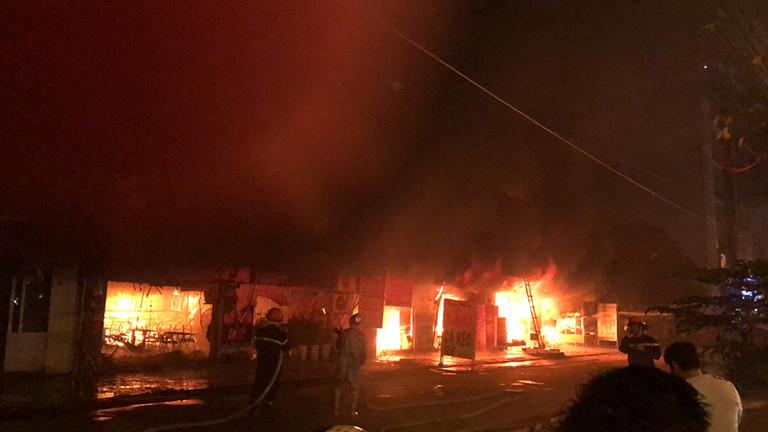 Dập tắt vụ cháy lớn tại dãy quán ăn xã Kim Chung, Hoài Đức, Hà Nội