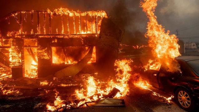 Cháy rừng tại California lan nhanh, 23 người thiệt mạng