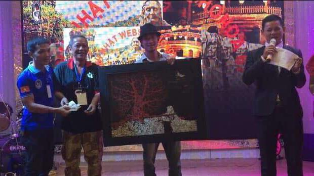 Họa sĩ Trần Lâm Bình đấu giá tranh vì trẻ viêm não