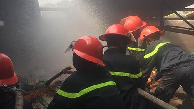 Thành phố Hồ Chí Minh: Cháy lớn tại kho dầu ở huyện Hóc Môn