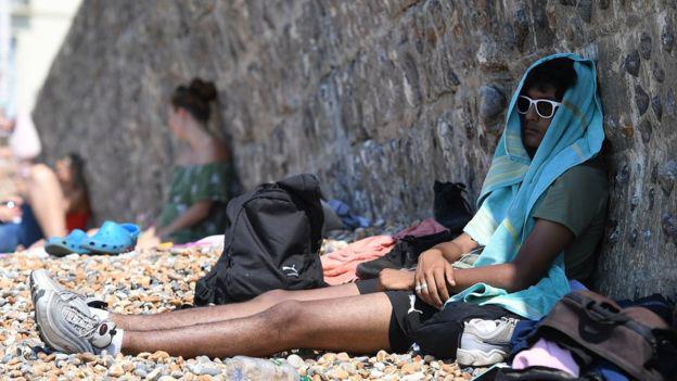 Châu Âu 'vã mồ hôi' vì nắng nóng