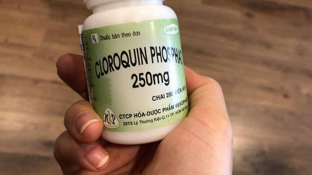 Một người bị ngộ độc do tự ý uống thuốc sốt rét để dự phòng COVID-19