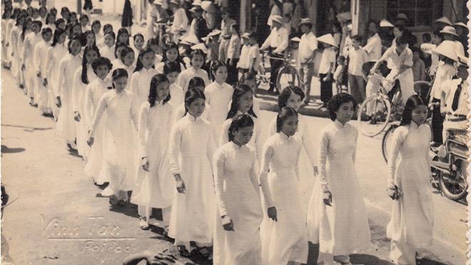 Xem trang phục xưa ở Hội An qua ảnh trực tuyến