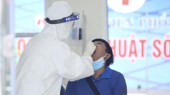 Cập nhật dịch Covid-19 trưa 26/7: Đã có 24 ca dương tính tại Bệnh viện Phổi Hà Nội, cách ly y tế toàn bệnh viện