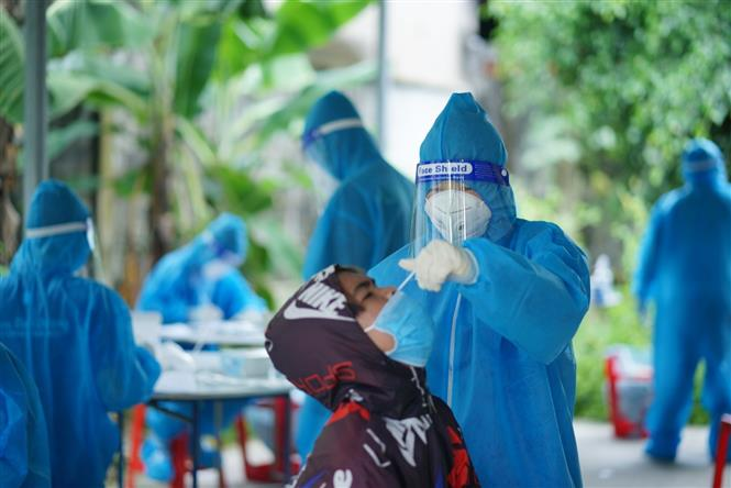 Dịch Covid-19 sáng 27/8: Việt Nam có gần 5.200 ca nặng, đưa thuốc Molnupiravir vào điều trị F0 trong cộng đồng