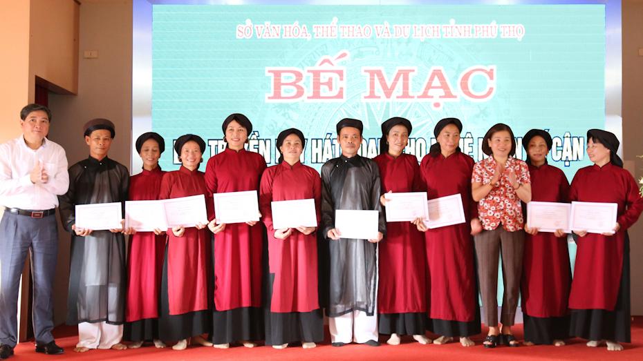 Phú Thọ: Thêm 40 nghệ nhân kế cận 'tốt nghiệp' lớp truyền dạy hát Xoan