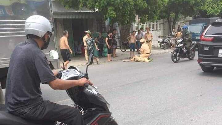 VIDEO: Kinh hoàng cảnh người vi phạm giao thông đâm cảnh sát bị thương nặng
