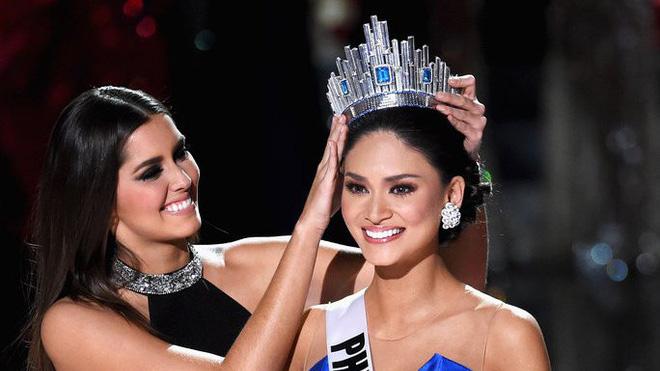 Hoa hậu Thế giới Megan Young cùng Hoa hậu Hoàn vũ Pia Wurtzbach đến TP.HCM
