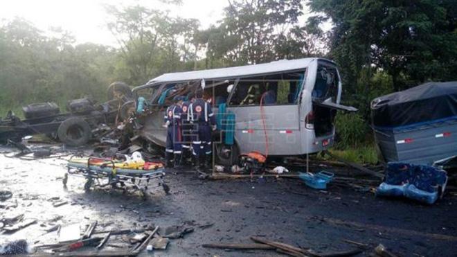 Ít nhất 13 người chết trong vụ tai nạn liên hoàn giữa 6 phương tiện