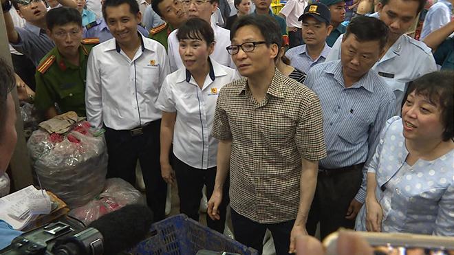 VIDEO: Phó Thủ tướng thị sát chợ đầu mối TPHCM giữa đêm