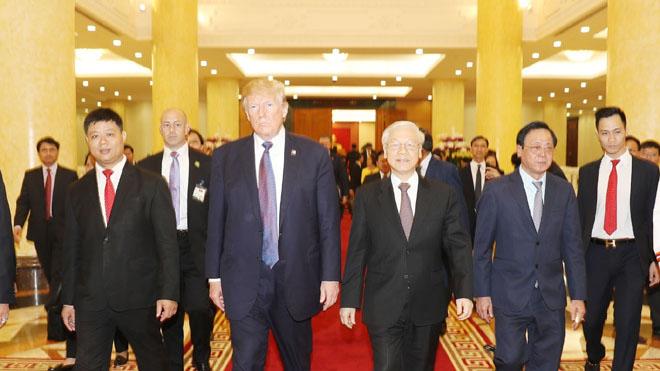 Tổng thống Donald Trump tạm biệt Hà Nội, kết thúc chuyến thăm Việt Nam