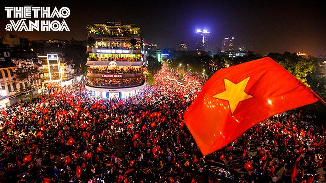 Những hình ảnh rơi nước mắt đêm ăn mừng chiến thắng của U23 Việt Nam