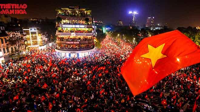 Chuyện bức ảnh biểu tượng của tinh thần dân tộc sau chiến thắng của U23 Việt Nam