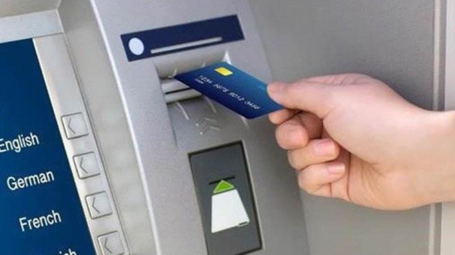 Tạm giữ ba người Trung Quốc dùng thẻ giả rút tiền tại các cây ATM