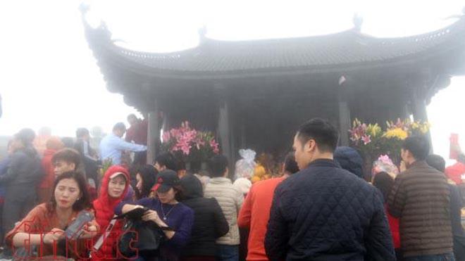Hàng vạn người về dự lễ khai hội Xuân Yên Tử 2018