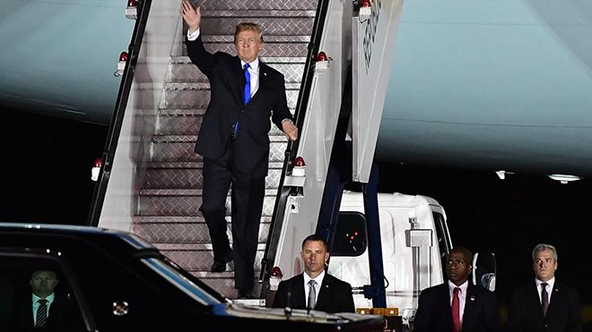 Hình ảnh đầu tiên của Tổng thống Trump tại Singapore