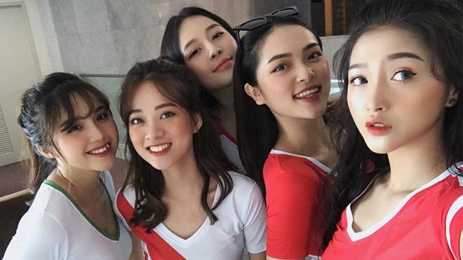 32 'hot girl' Việt xinh đẹp, đại diện 32 đội tuyển tại World Cup 2018, đang 'gây sốt' cộng đồng mạng