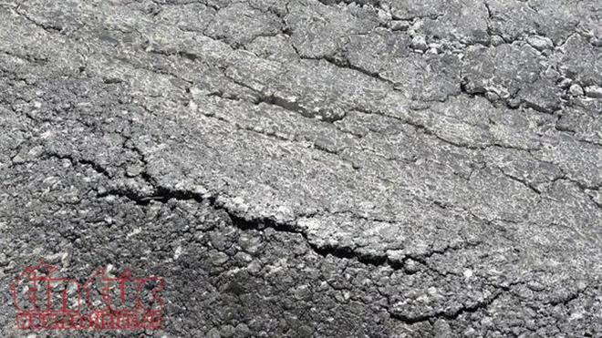 Sửa chữa vết nứt lún, trồi nhựa mặt đường cầu Mỹ Thủy sau khi thông xe 2 ngày
