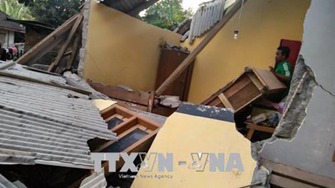 Choáng váng, ít nhất 50 người thương vong trong vụ động đất tại Indonesia