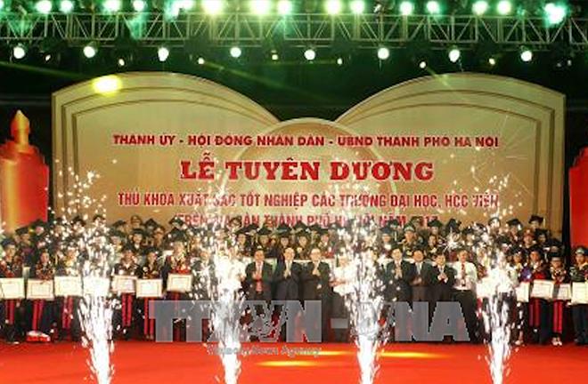 Hà Nội vinh danh 88 thủ khoa xuất sắc tốt nghiệp tốt nghiệp đại học, học viện