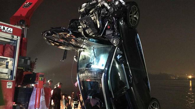 Hà Nội: Xác định danh tính hai nạn nhân nữ trong vụ ô tô rơi xuống sông Hồng