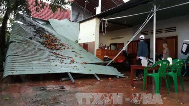 Phú Yên: Nhiều người bị thương và nhà ở bị tốc mái do lốc xoáy