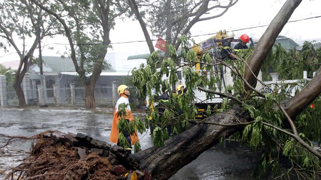 Hình ảnh Nam Trung Bộ và Nam Bộ tan hoang khi bão số 9 quét qua
