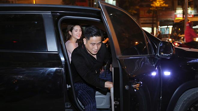 Vợ tự lái xe 'tháp tùng' Vũ 'sắt' Minh Tiệp dự sự kiện